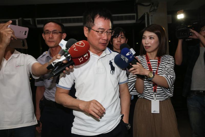 涉嫌侵吞中影減資款,蔡正元向檢方說,全案是政治力介入。