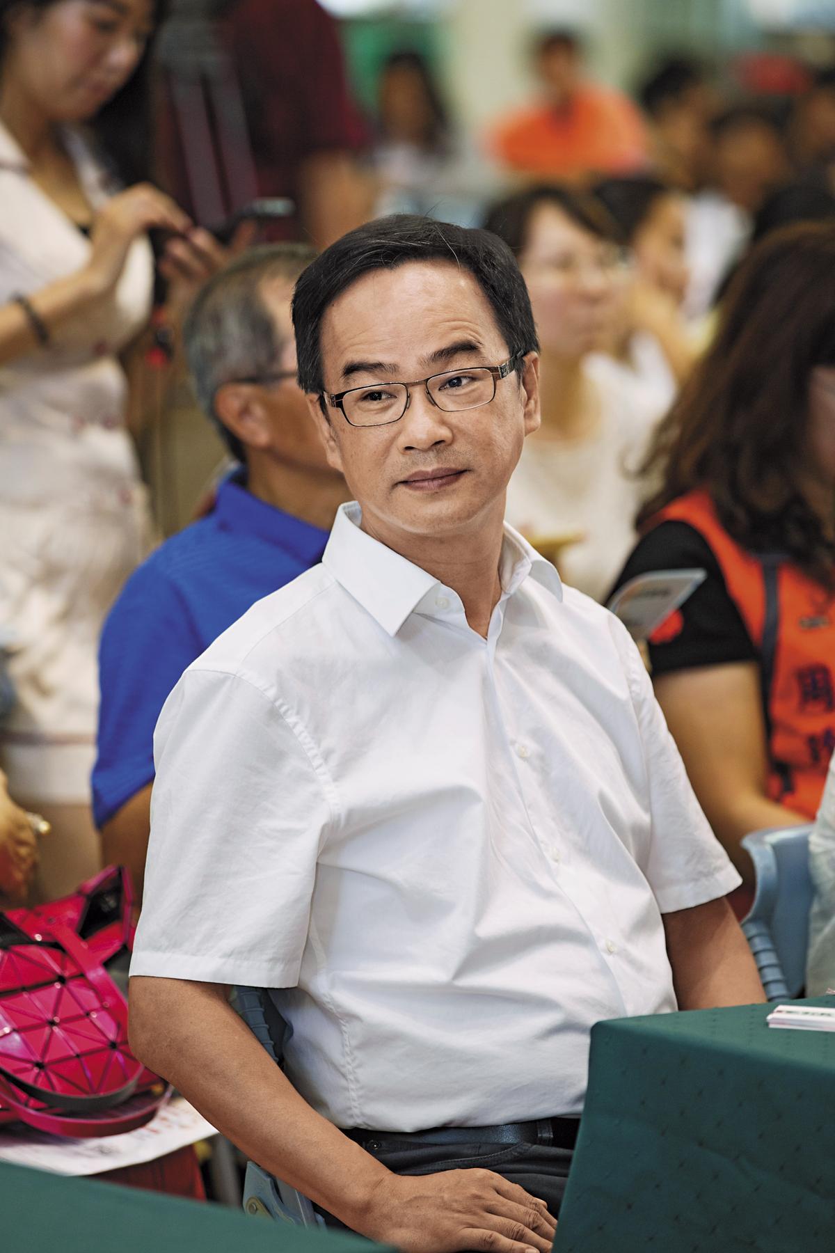 立委李昆澤曾於2014年就質詢航港局,針對老舊單殼油輪修正入港禁令,但時隔多年修法仍未完備。