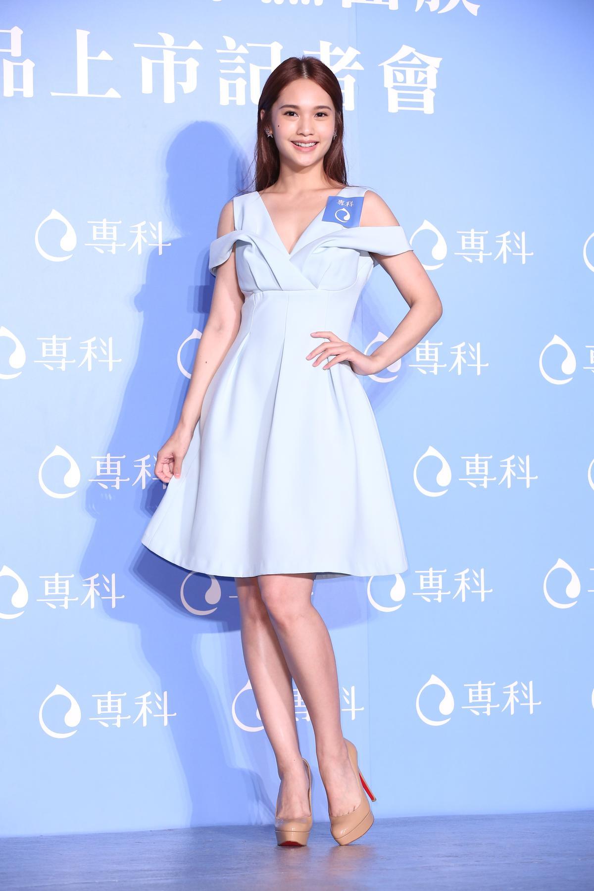 楊丞琳近日推新單曲〈青春住了誰〉,找來「蘇打錄」主唱青峰寫歌。