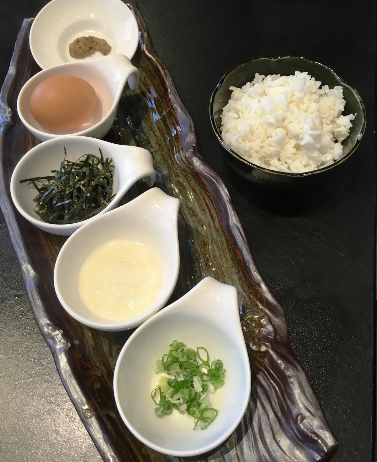 主廚特別在「日式雜炊」中加入日本松葉蟹膏和山藥泥。