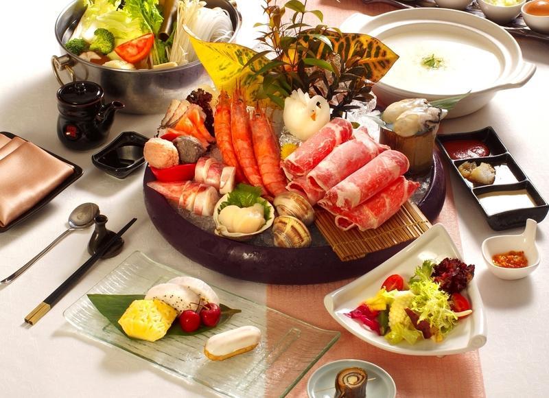 「台北花園大酒店」的「花園日本料理Hanazono」推出極品鍋物套餐搶客。(圖片提供:台北花園大酒店)