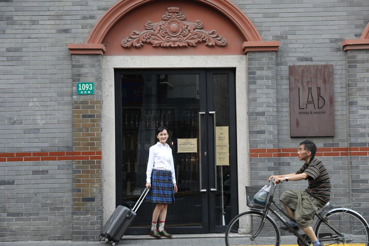 經常拖著一卡皮箱遊走世界各地的Julie,來到上海時總會造訪Lab。
