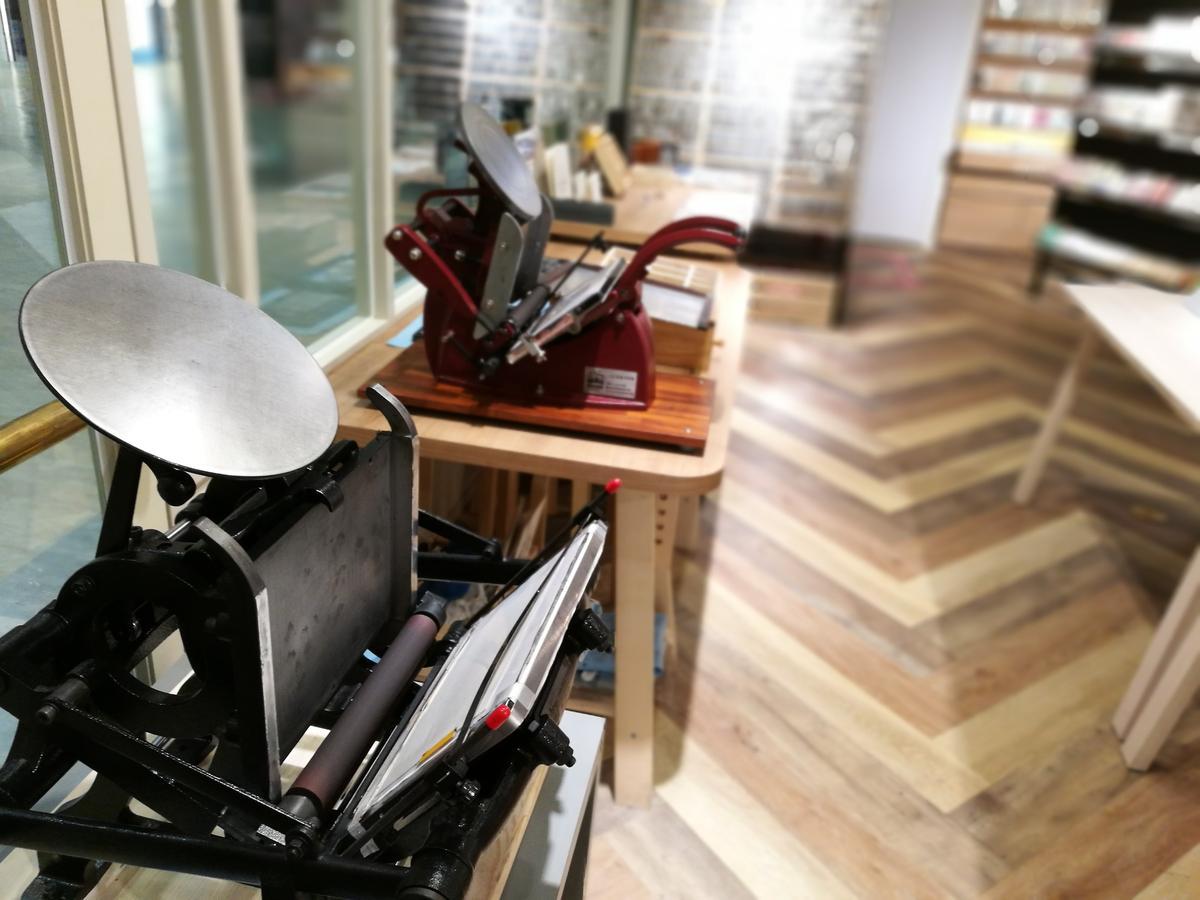 「文房雜舖」裡的圓盤機可讓遊客親自體驗。