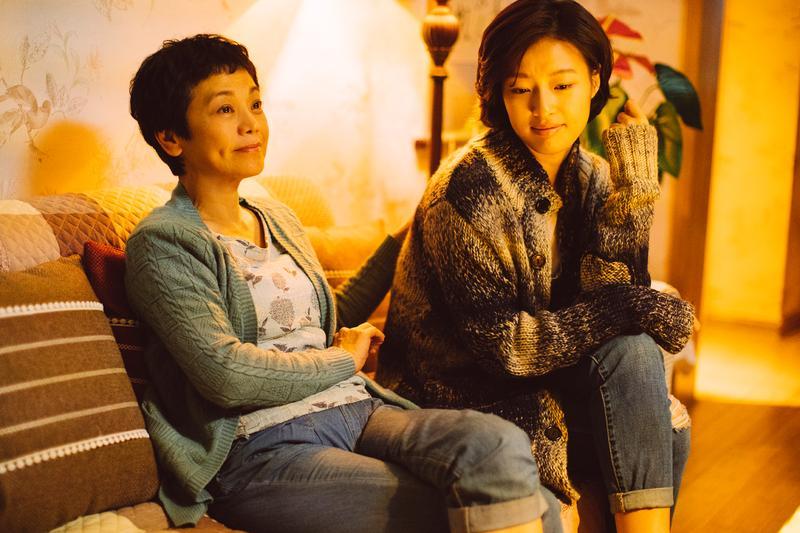 張艾嘉與郎月婷在《相愛相親》中飾演母女。