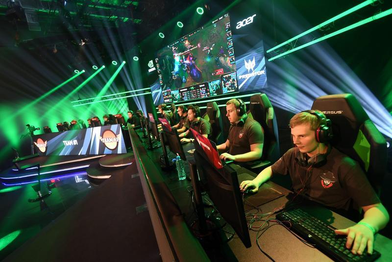 2016年10月30日在波蘭華沙舉行「英雄聯盟」電競大賽全球總決賽。(東方IC)