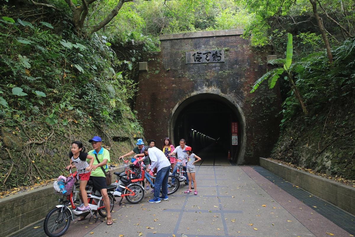 福隆端北口隧道的【制天險】門額,是大家最愛拍照的地標。