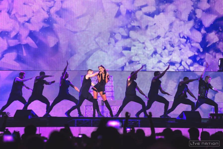 亞莉安娜至今推出三張個人專輯,如圍葛萊美獎多項大獎。
