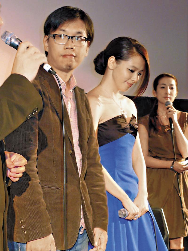 徐若瑄(中)2010年出席東京影展時落淚,被指為遭中國封殺原因之一。(雷公影業提供)