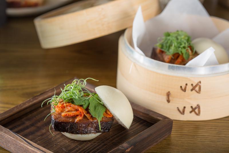 來自香港的主廚林明健在他新開的「Longtail」餐酒館,把充滿鄉愁的叉燒包化為一道美味混血料理。