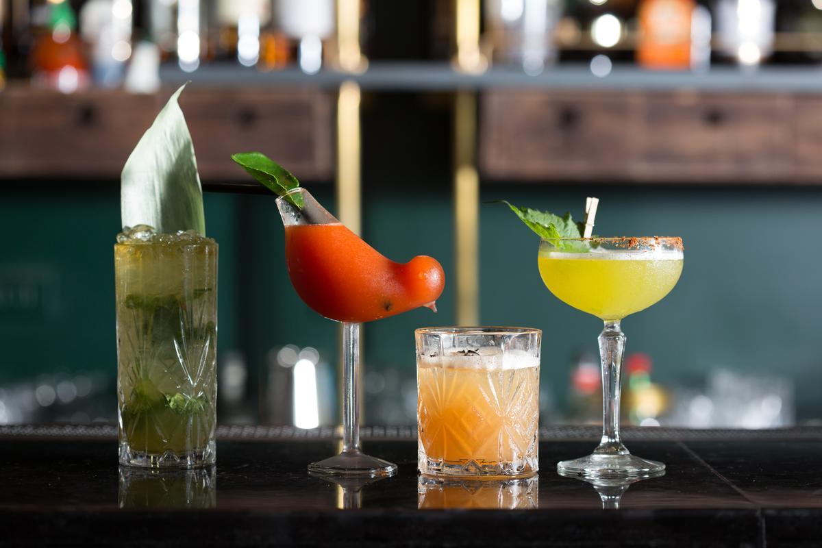 「Longtail」的創意調酒如同菜色,亦加入許多如班蘭葉、是拉差醬等亞洲料理的風味元素。(350~380元/杯)