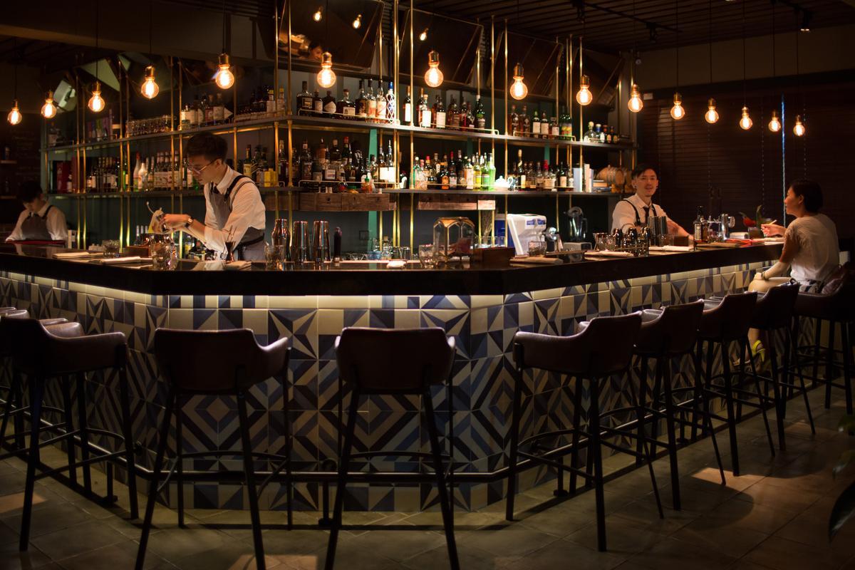 「Longtail」除了當代料理,另一大亮點就是專業的吧台。