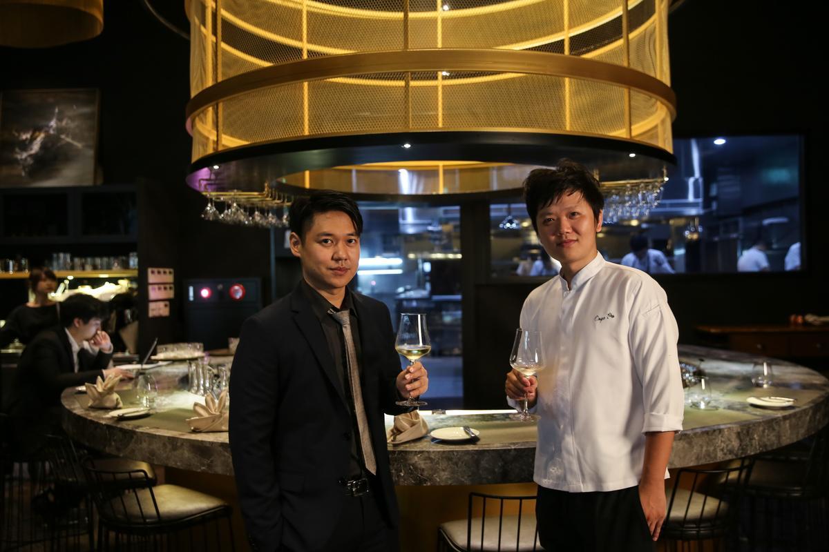 劉宗原(左)經營外場,歐俊辰(右)主導廚房,兩人年紀相仿,合作無間。