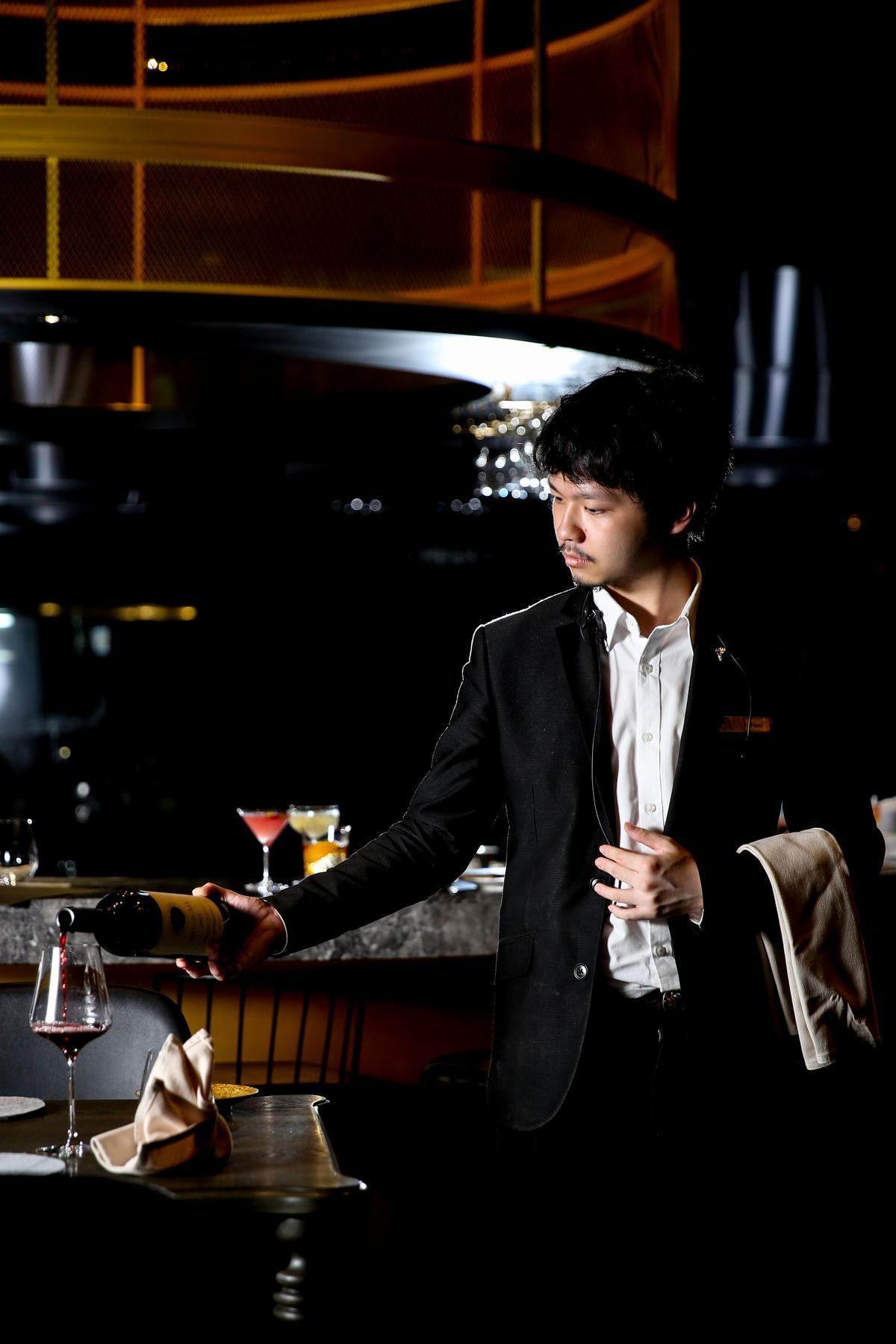 「Orchid Restaurant 蘭」有專業侍酒師可建議葡萄酒搭餐。