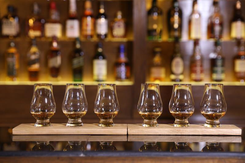 今年6月新開在上海的「探索酒窖」,由台灣的威士忌專家Kelly操刀,準備了各種限量版的威士忌套餐,讓酒迷一喝就知威士忌的前世今生。