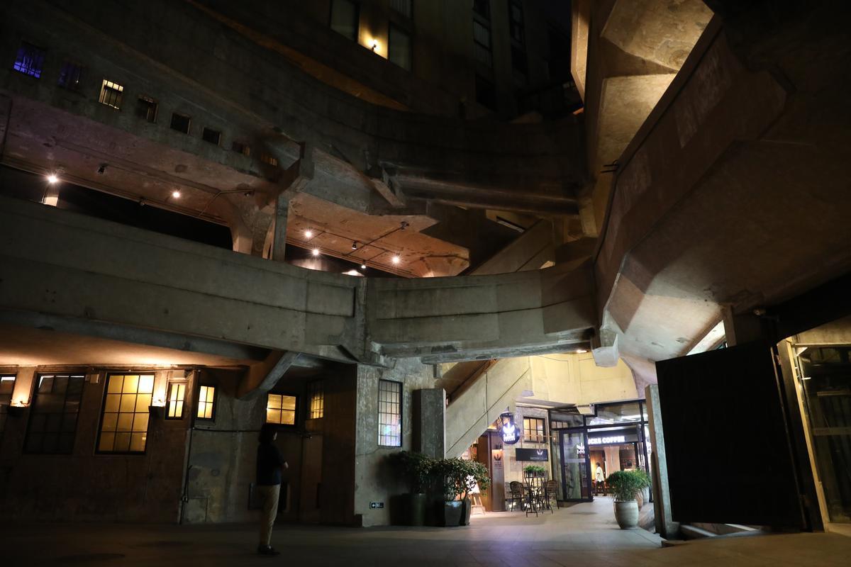 「探索酒窖」外觀頗具歐洲傳統風情,由Kelly一手設計。