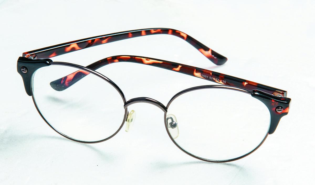 泰國買的玳瑁邊框眼鏡。約NT$500