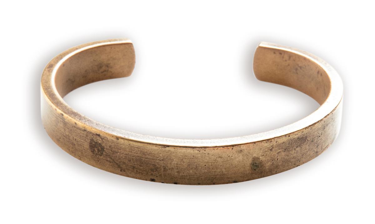 泰國買的銅製手環。約NT$5,000