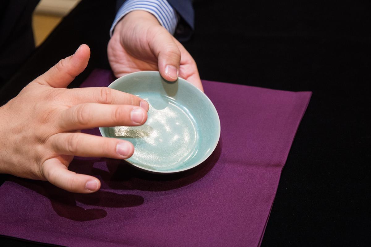 「天青釉洗」是當前4件私人收藏中最頂級、品相最好的。