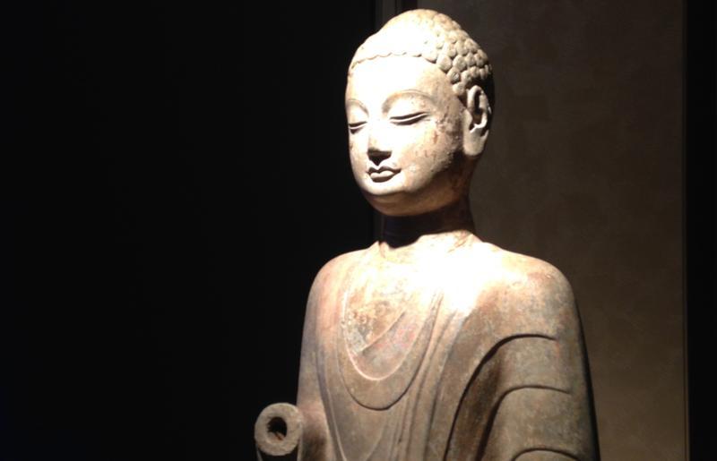 這尊北齊石雕佛像,是曹興誠從已故微風集團董事長廖偉志手中買下。(資料照片)
