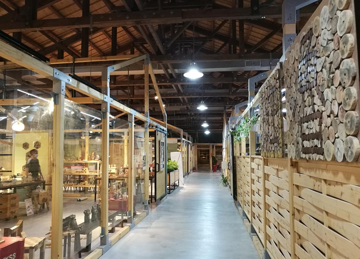 日治時期的物料空間,現在有木、紙、布等15個藝術工坊進駐。