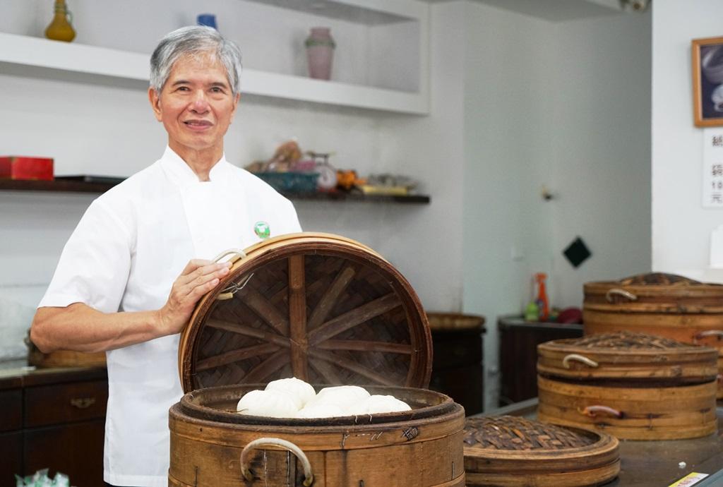 老師傅蔡煌說即使明年退休,也要天天回店裡製作糕餅。