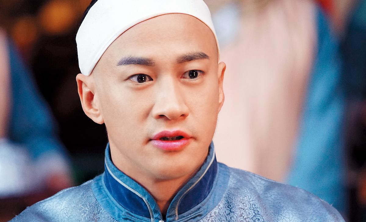 何潤東在《那年花開月正圓》裡綁上白頭巾。