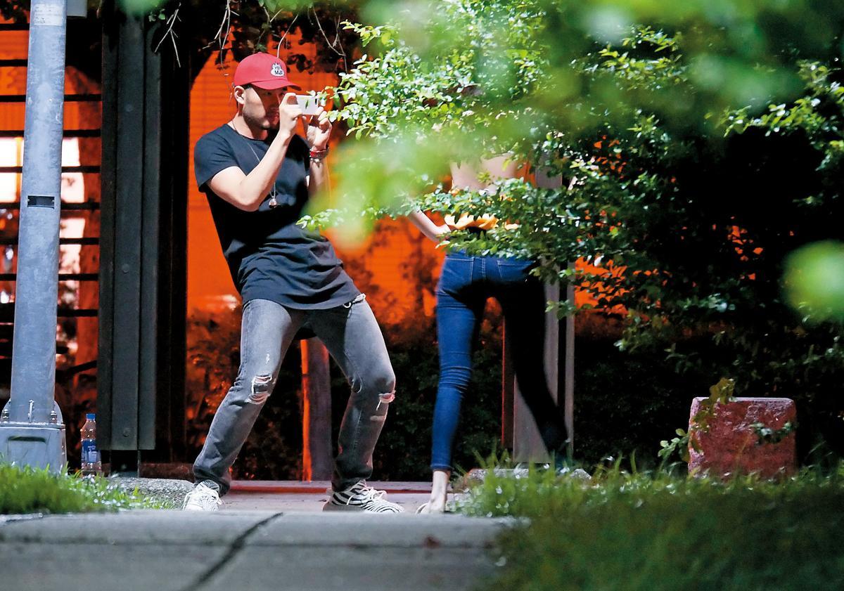 9月9日23:44,博焱當起現成攝影師,左拍右拍都拍不膩。