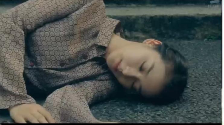 武井咲拍《黑色皮革手冊》中有神巧合,劇中播出她懷孕時,現實生活中她也剛好宣布懷孕。不過劇中的她因摔倒流產。(翻攝網路)