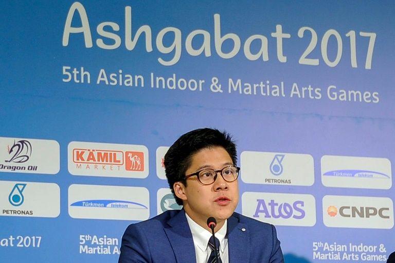 才 38 歲的霍啟剛身兼多重要大職, 20 日正式上任亞洲電競協會會長。(圖/法新社)