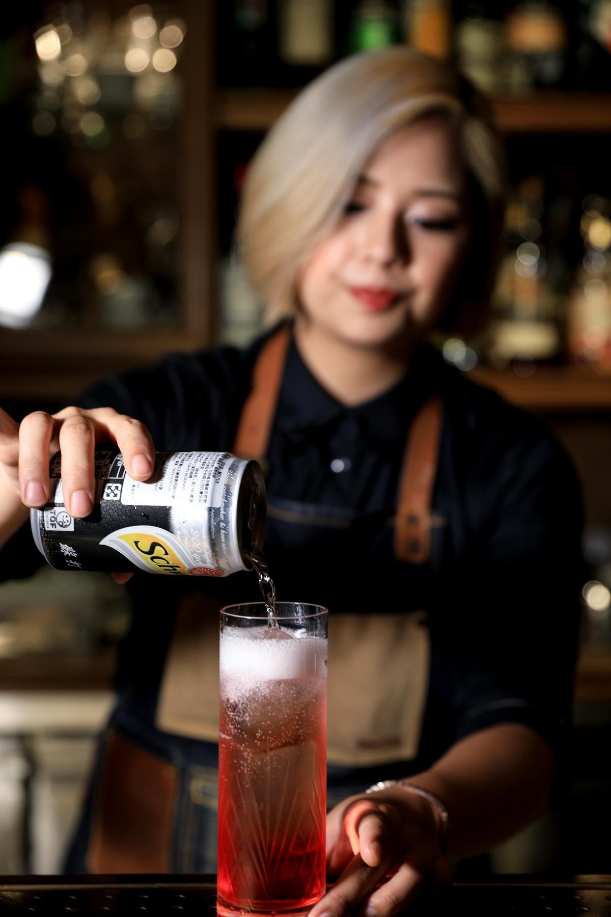 沖入氣泡水不僅可降低酒精濃度與苦味,還可拉出香氣。