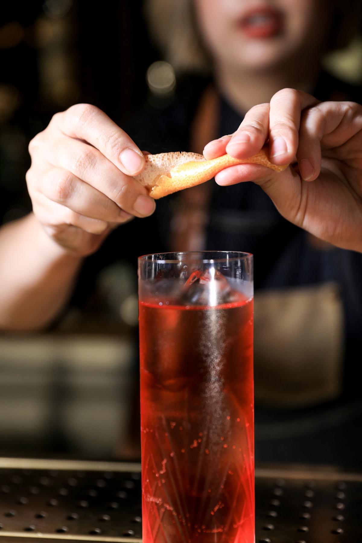 葡萄柚皮精油香氣與Campari的草本氣味很搭。