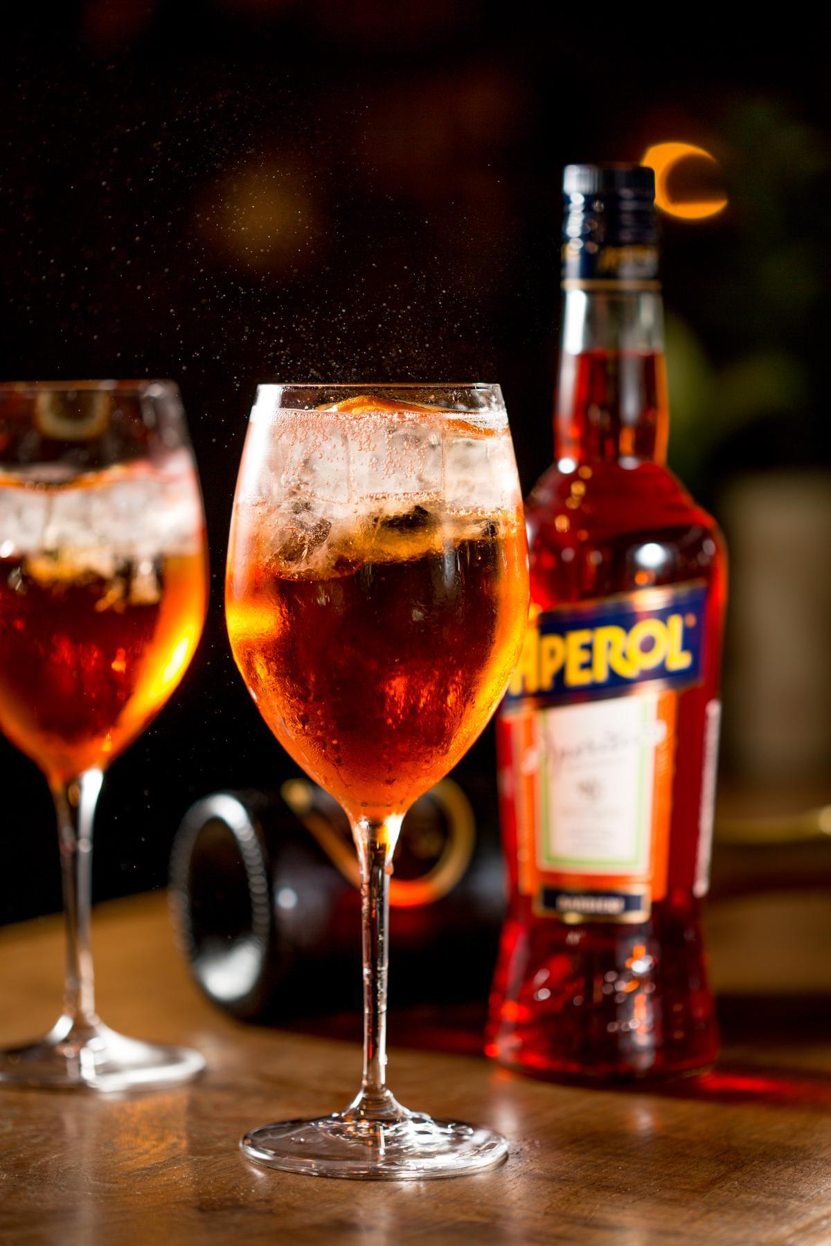 Aperol Spritz在義大利家喻戶曉,市面上甚至還有現成罐裝調酒。