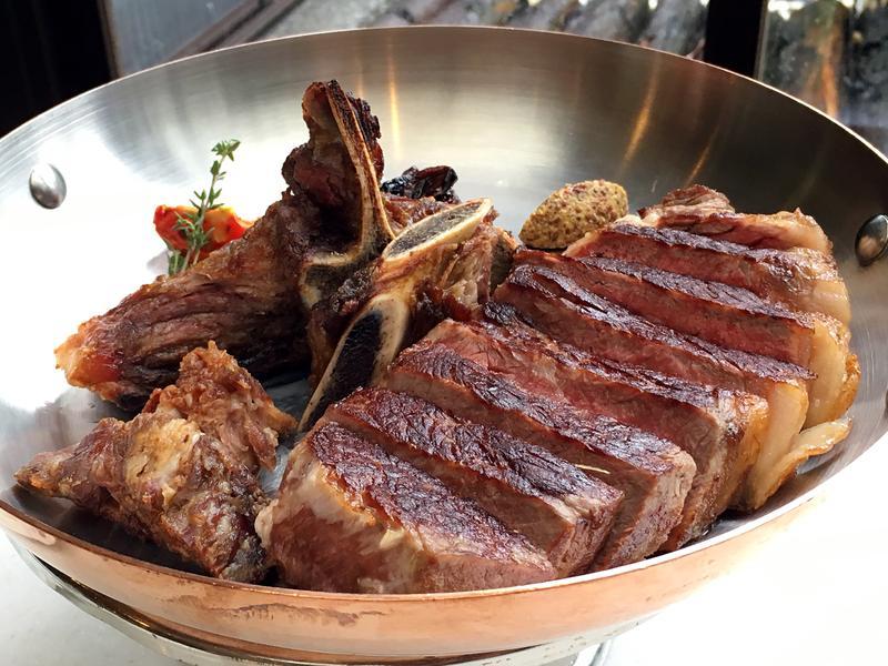 以自家熟成室呈現牛排不同風味的「台北花園大酒店PRIME ONE牛排館」,在新一季菜單中加進台灣優質漁獲、水果和香料,呈現在地風味。