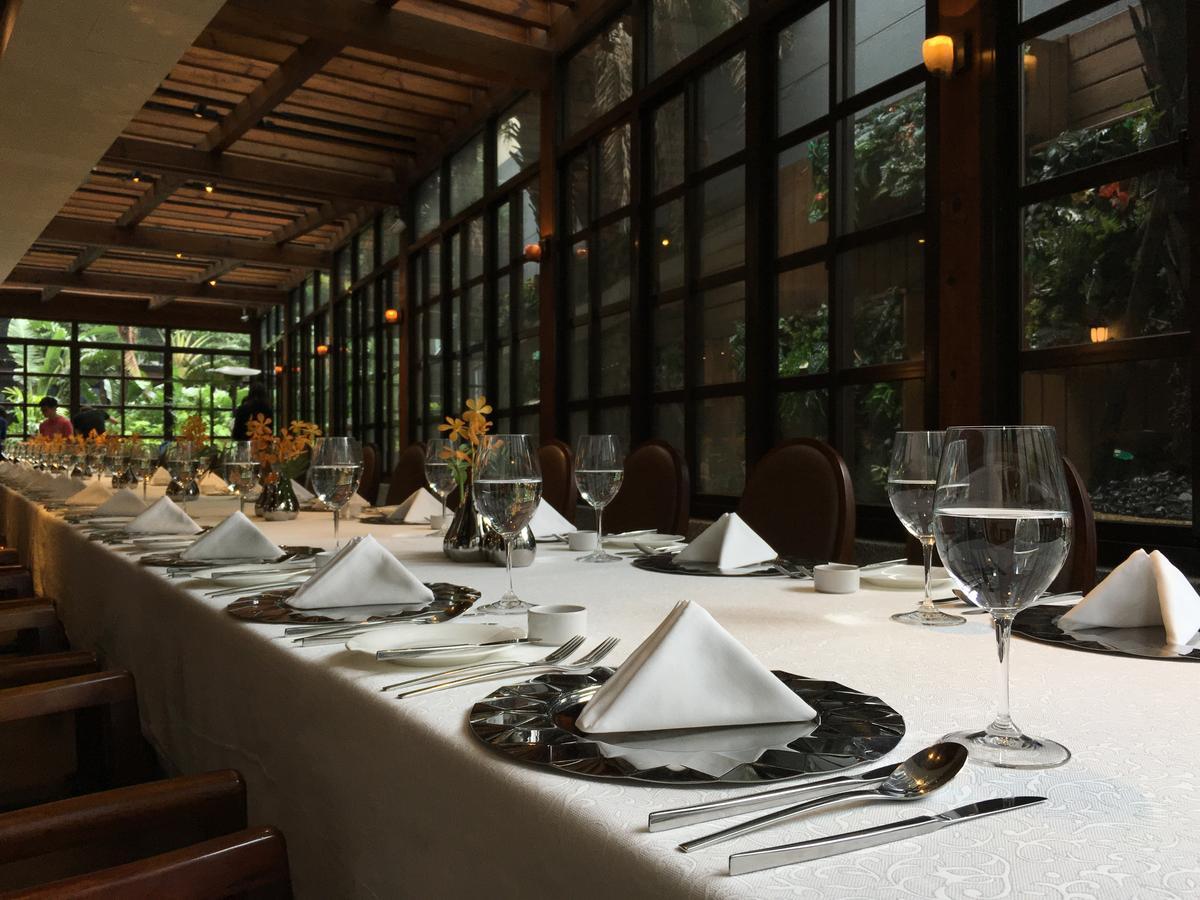 在雅致靜謐、偶有陽光透進的玻璃屋內用餐,格外自在舒適。