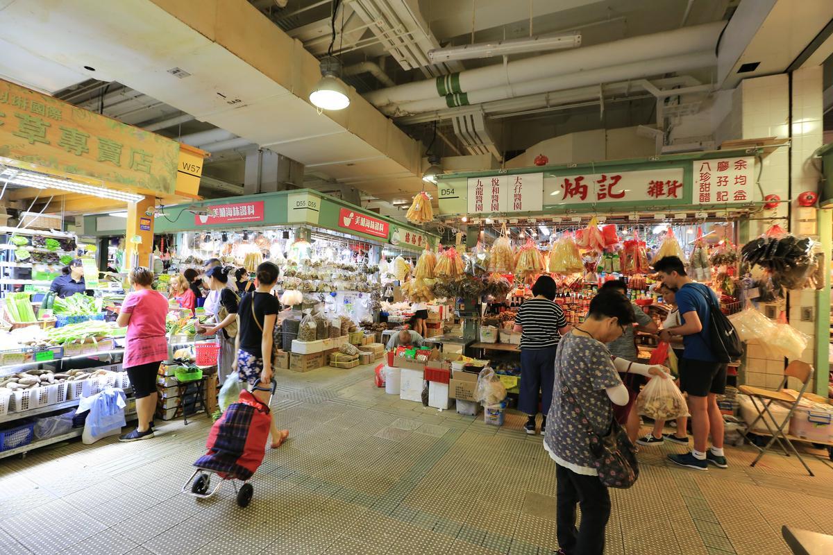 依香港用語,「美蘭海味湯料」位在市場1樓,其實是台灣的2樓。