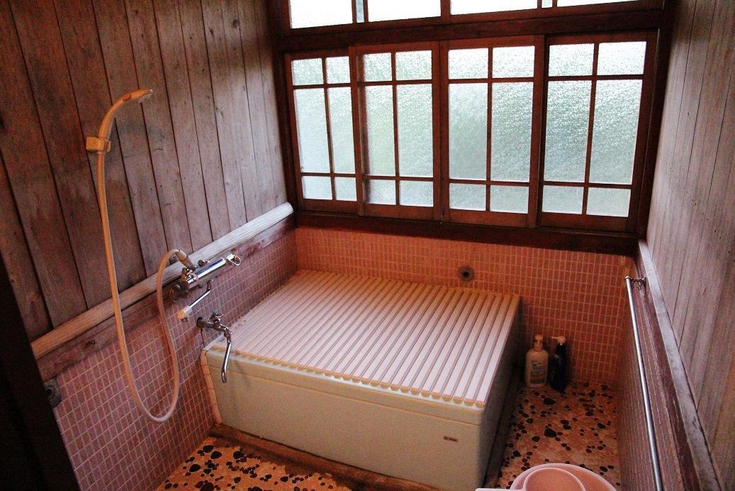 夜晚,田中太太會放好熱水,供旅客輪流泡澡。