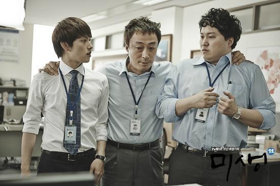 南韓社會各領域都處於階級地位分明的環境中。圖為描寫職場的韓劇《未生》劇照。