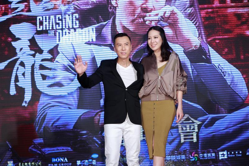 甄子丹為新片《追龍》來台宣傳,還帶了老婆汪詩詩同行,在圈中是出名愛妻男的他,言談之間也是處處放閃,羨煞他人。