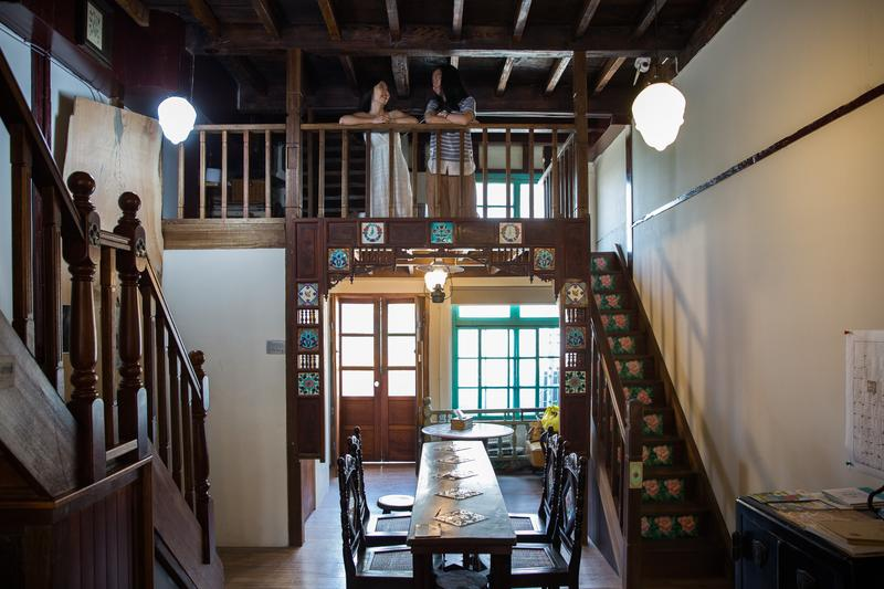 木材商造屋講究,千年檜木梁柱、挑高格局,嘉義林業DNA盡在當中。