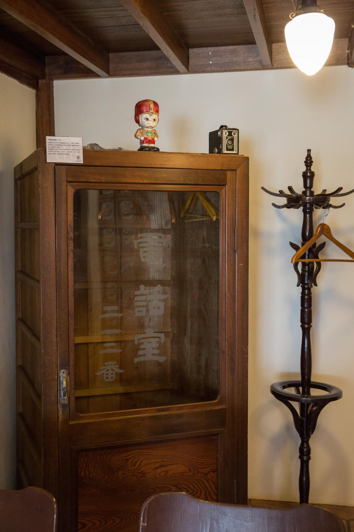 大正年間,每條街只有1座電話室,主人巧思改造為衣櫃。