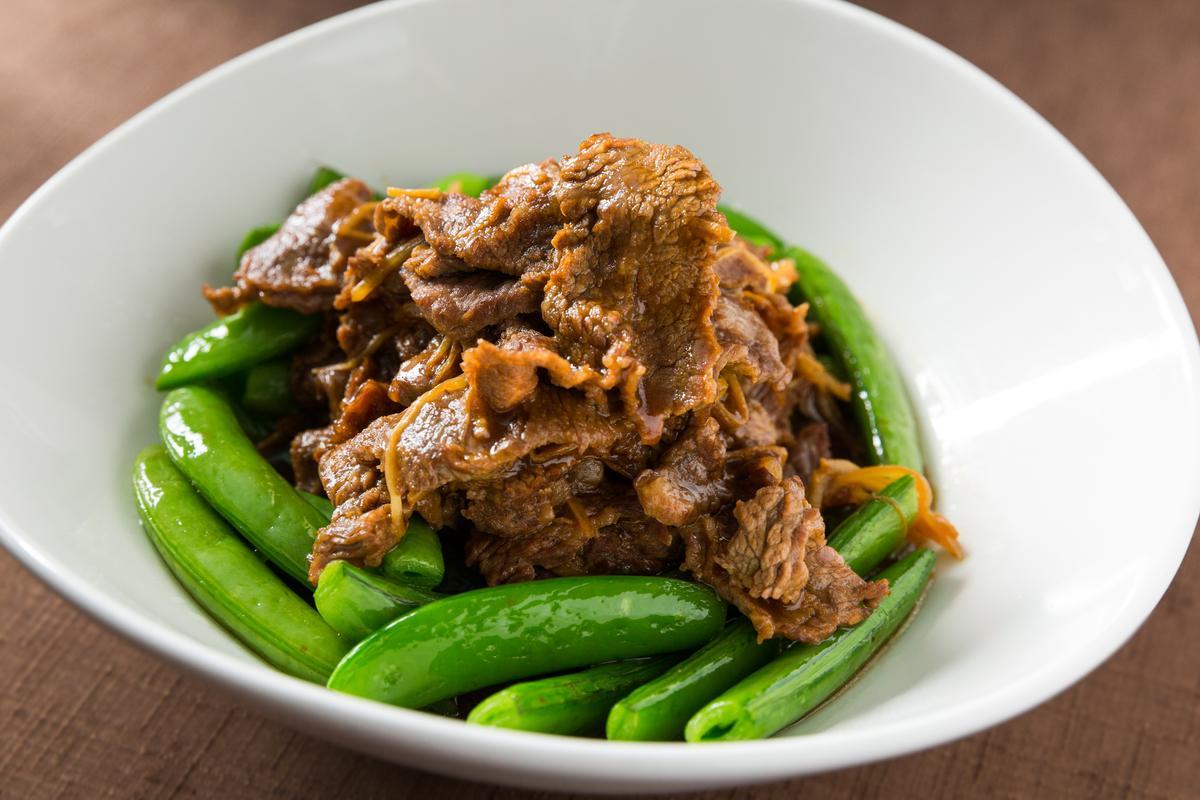 主廚私房菜「薑絲麻油炒牛肉」麻油香氣濃郁,放涼肉依舊鮮柔嫩。