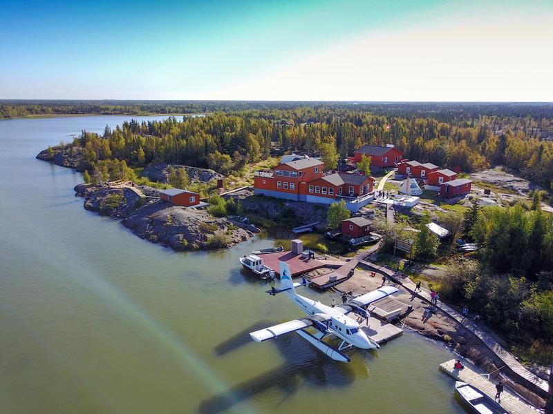 「猞猁小築」位於大奴湖北部的「大山貓島」上,是著名的午夜陽光之地。