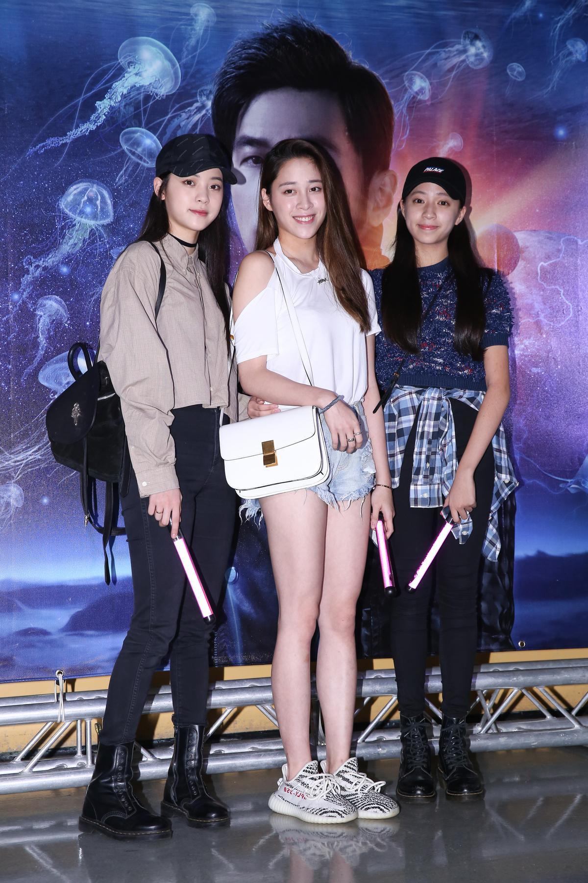 歐陽妮妮三姐妹來聽周杰倫演唱會,指明想聽「晴天」等經典。