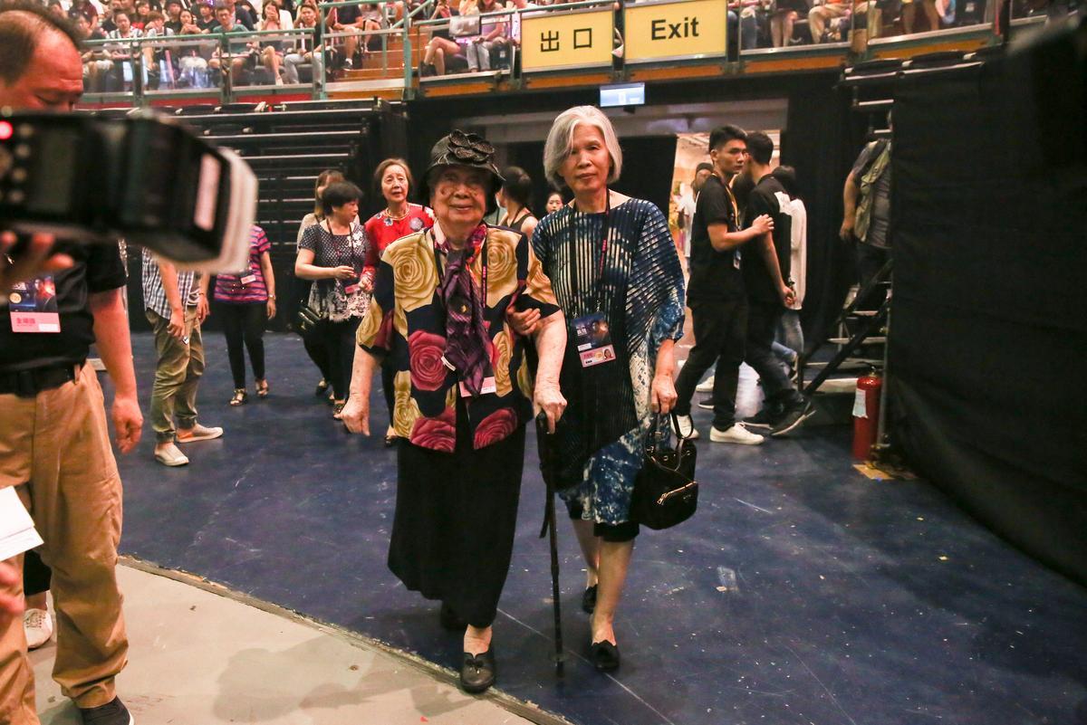 周杰倫的媽媽葉惠美,及94歲的外婆也現身觀賞。