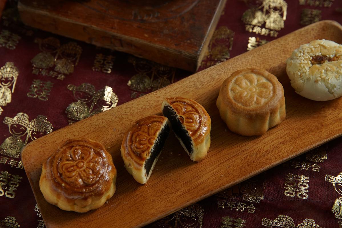 舊永瑞珍把大塊喜餅迷你化成了小糕餅,也是應景的中秋月餅。