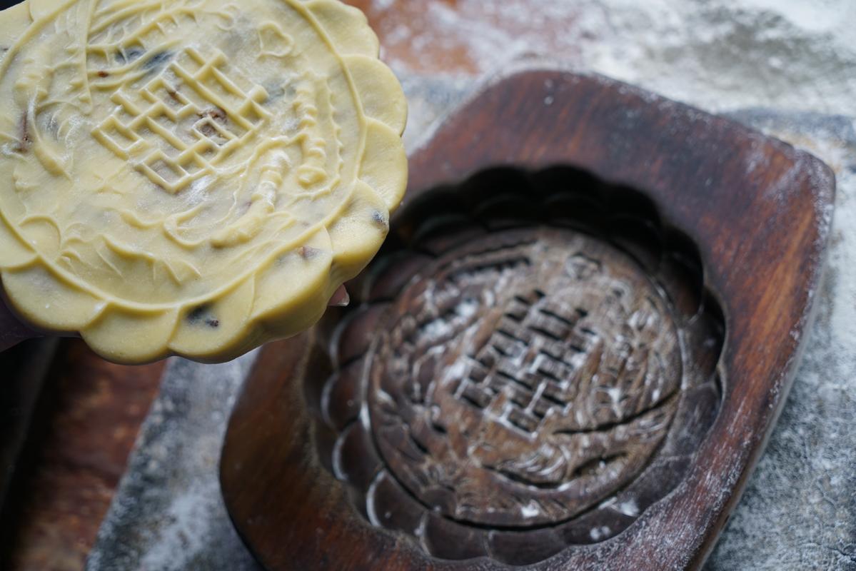 印上囍字的中式大餅,有民藝之美,也傳遞美好的祝福。