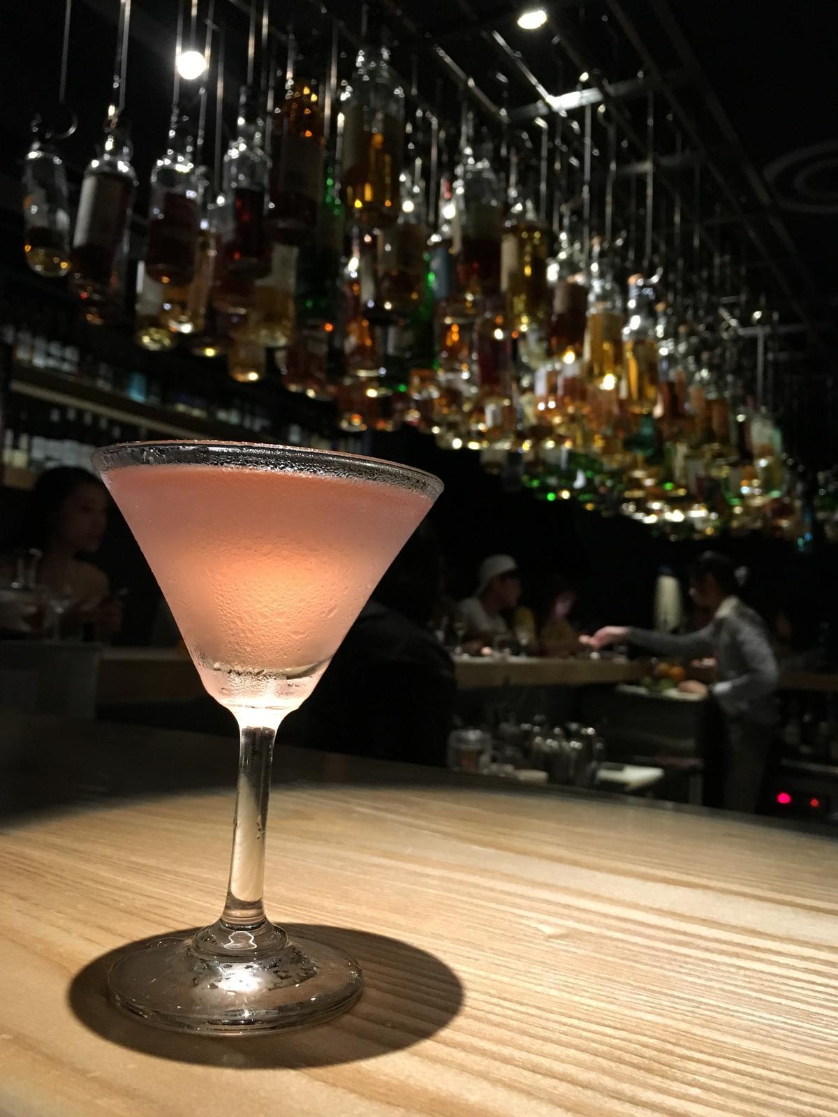 加進葡萄柚調成的「雞尾酒」,口感香甜清爽,酒感輕盈。(300元/杯)