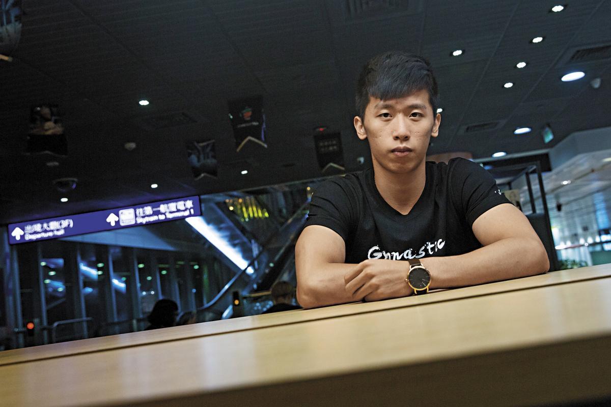 李智凱(圖)在機場接受採訪,從頭到尾話少,像要盡可能把發言權讓給林育信。問他女友的事時,一旁的教練還搶先代他回答:「就好朋友啦。」