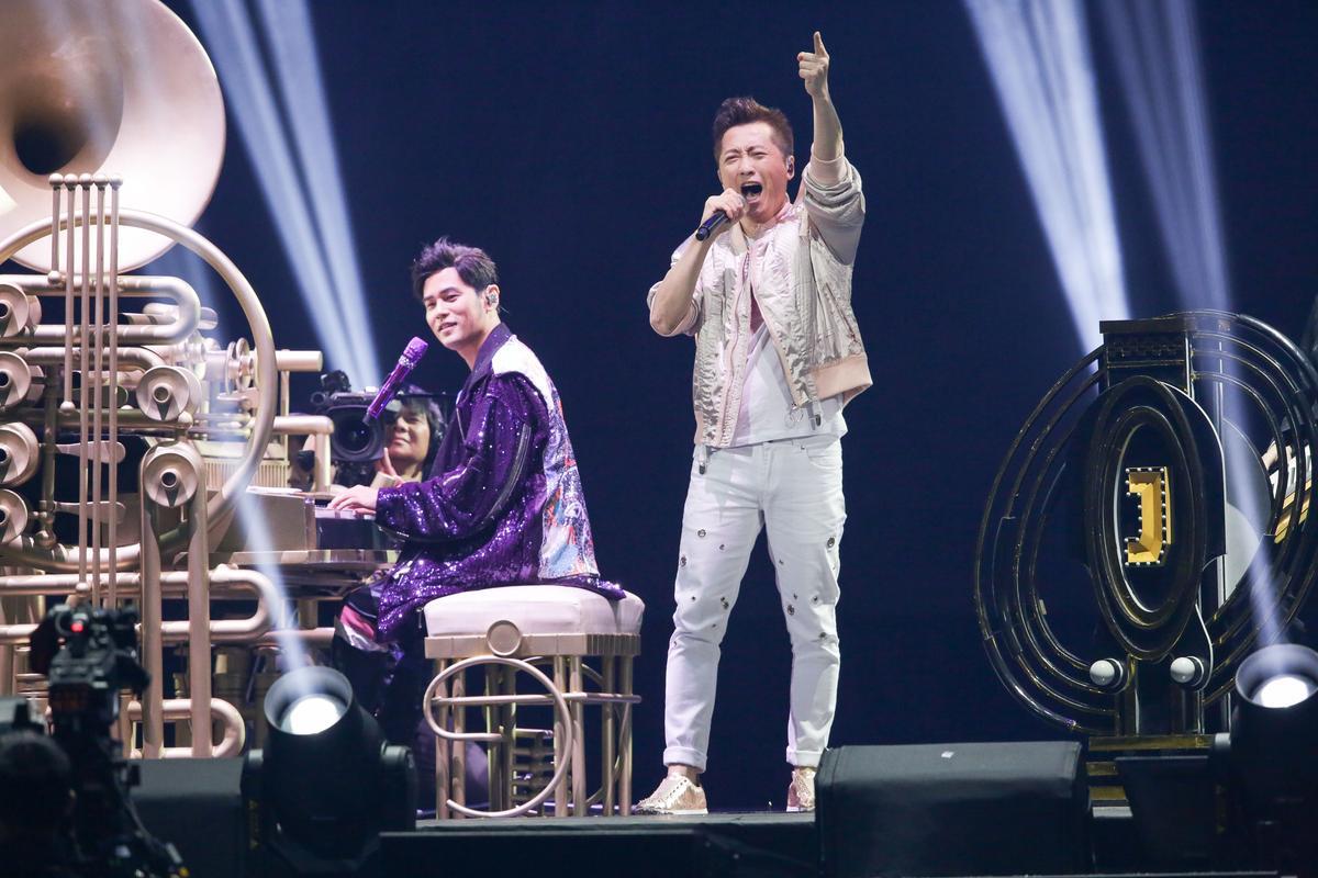 周杰倫、庾澄慶將兩人經典融合,多虧〈安靜〉這首歌哈林小時候就聽過非常熟稔。