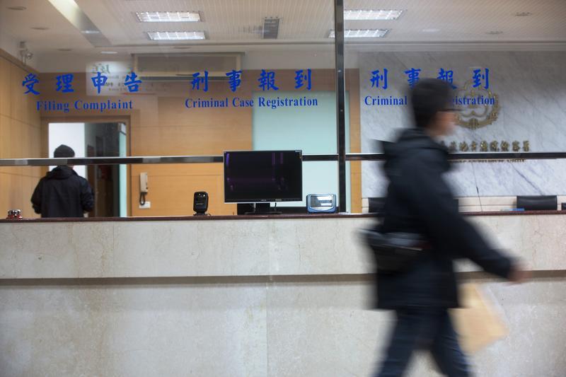 台北地檢署近來指揮調查局偵辦多起靈骨塔詐騙案,但有被害人爆料,北檢聲押的詐騙集團成員,只不過是其中一個行銷團隊。